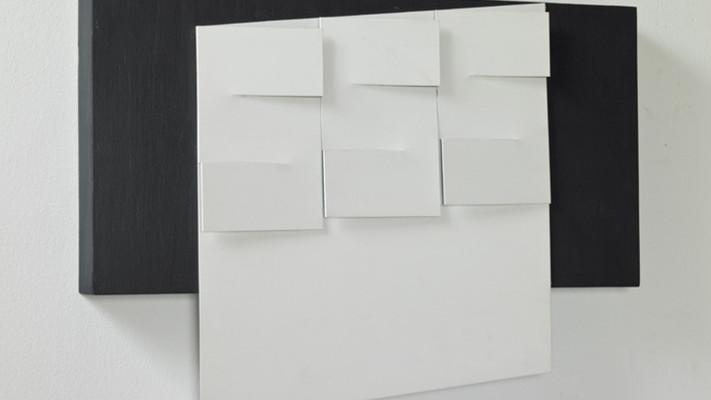 6-Relieve-Negro-y-Blanco-metal-pintado-y-madera-60-x-40-x-8-cm-1978