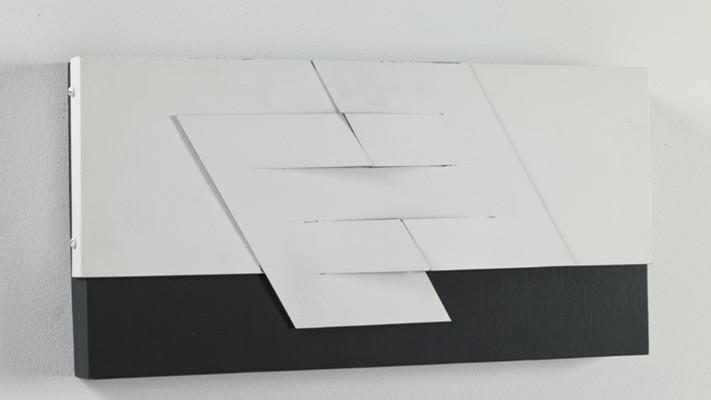 7-Relieve-Negro-y-Blanco-No-2-Metal-pintado-y-madera-25-x-40-x-8-cm-1978